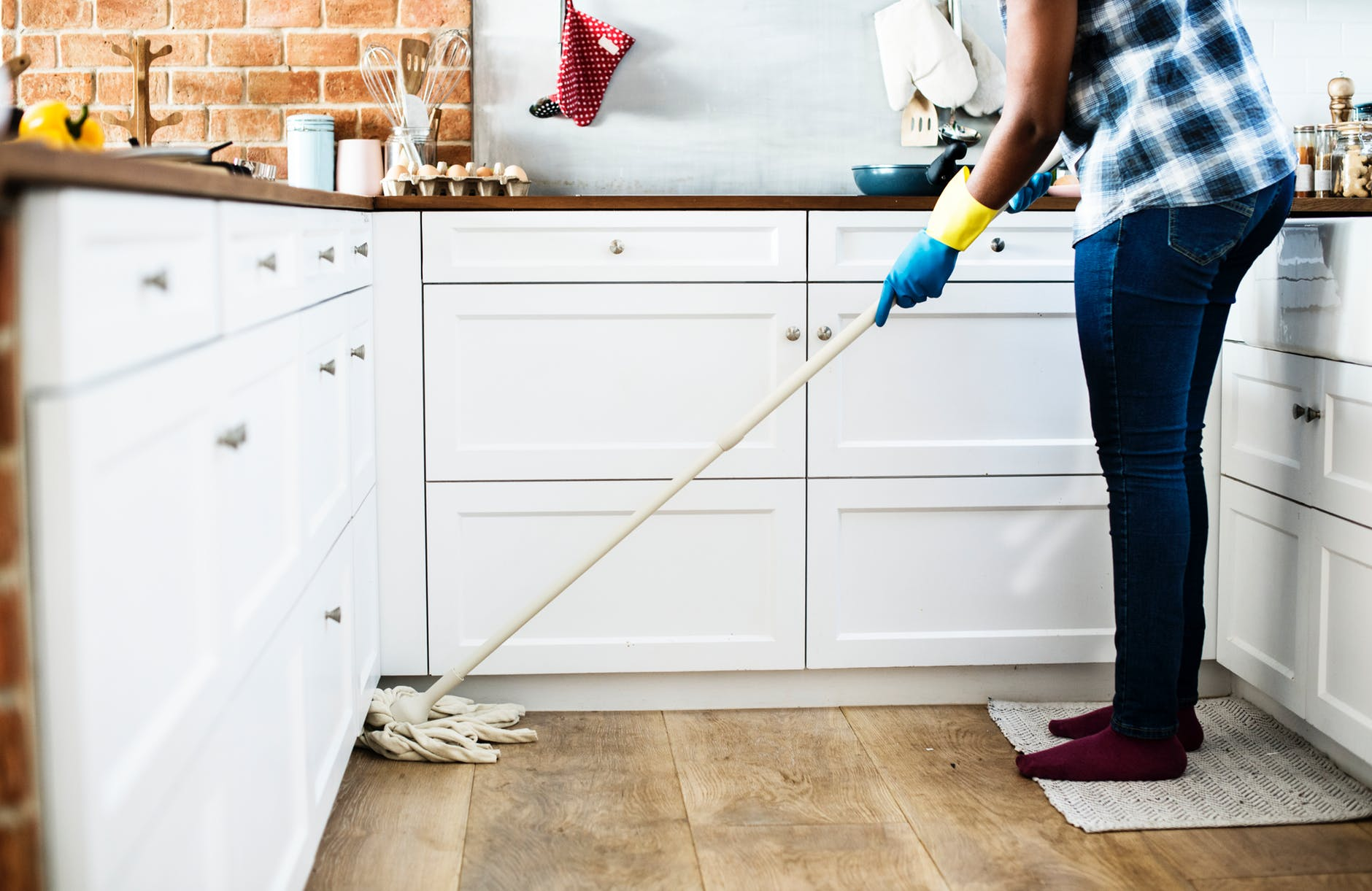 5 Cleaning Hacks for Your Apartment