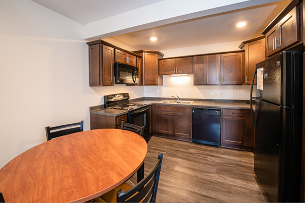 Eden Roc Apartments | East Lansing Apartments Near Michigan State University