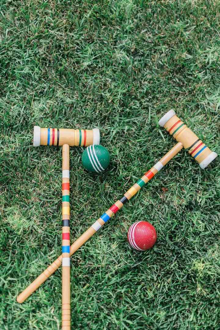 outdoor lawn games at august court apartments in Houston TX