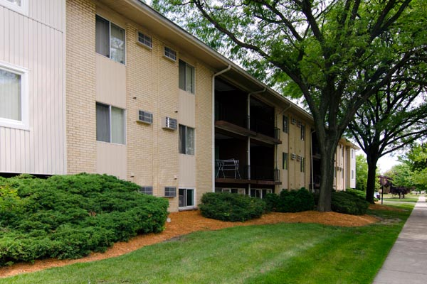 144 Highland Apartments | East Lansing Apartments Near Michigan State University