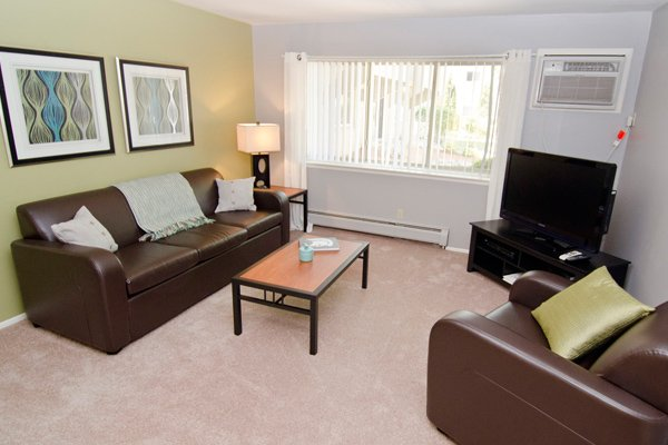 Capitol Villa Apartments | East Lansing Apartments Near Michigan State University