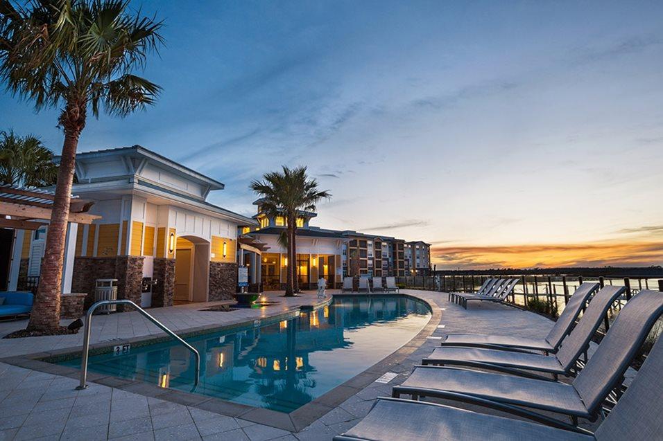Resort Style Pool | Lake Vue Orlando