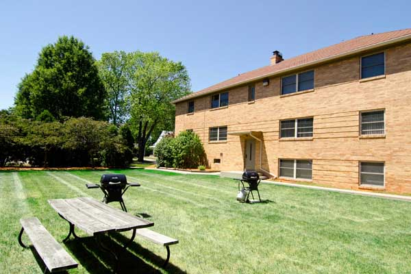 Highland Apartments | East Lansing Apartments Near Michigan State University