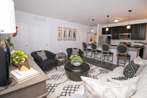 living room of suite at Duncan Park