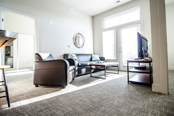 300 Grand Apartments | East Lansing Apartments Near Michigan State University
