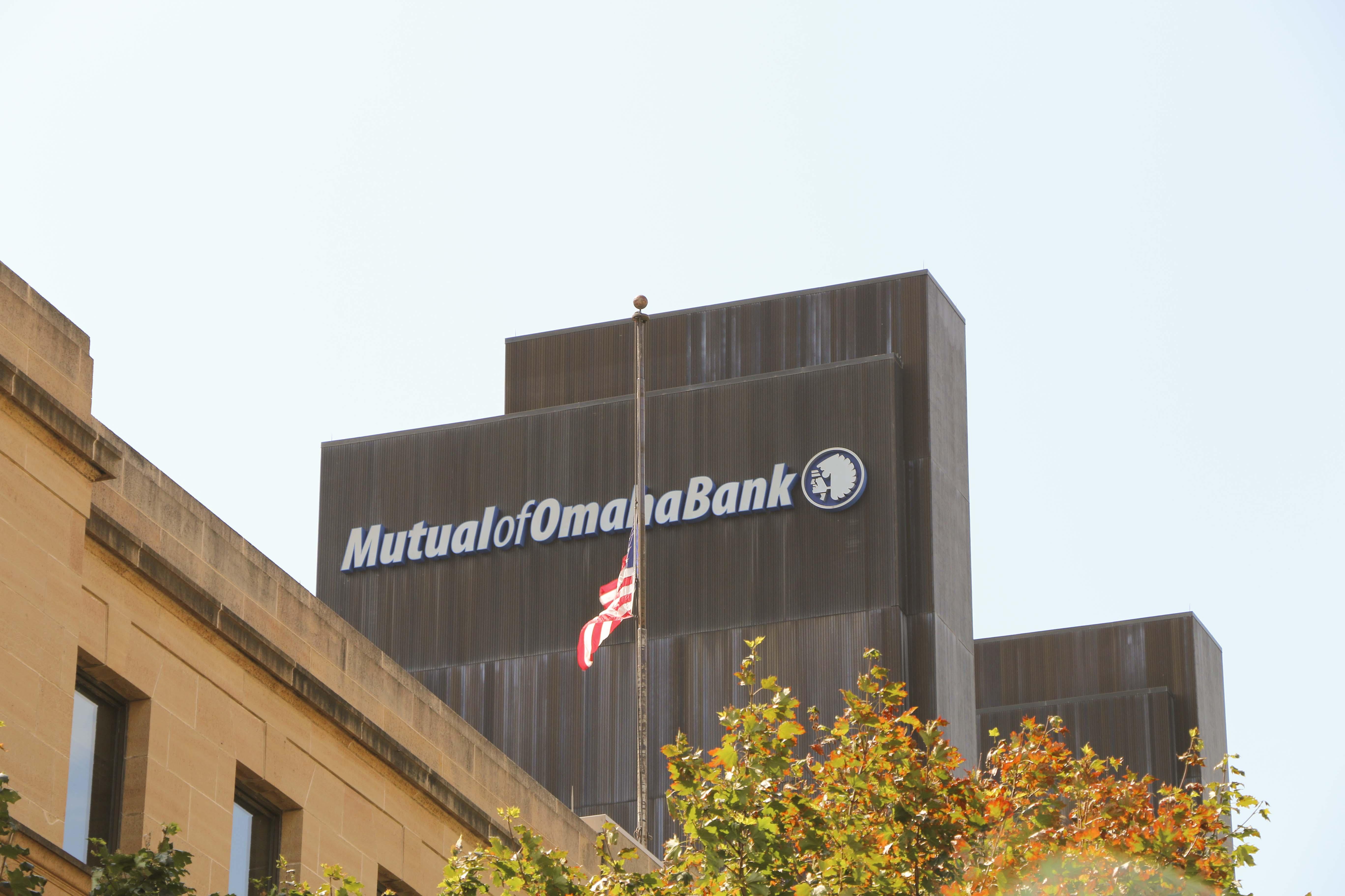 MidtownCrossingApartments-Omaha-NE-68131-nearby business