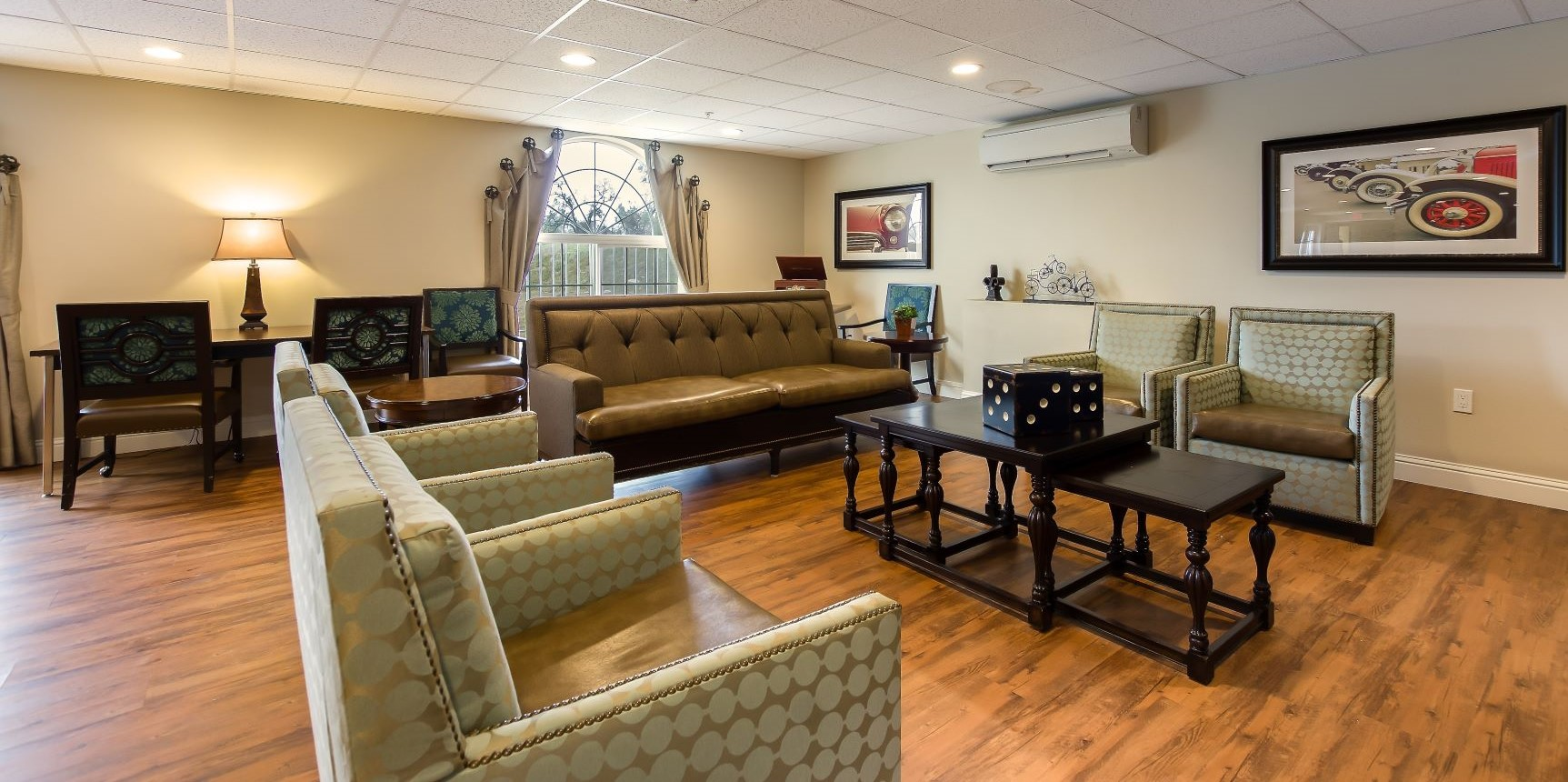 Relax and enjoy yourself at Pacifica Senior Living Country Crest