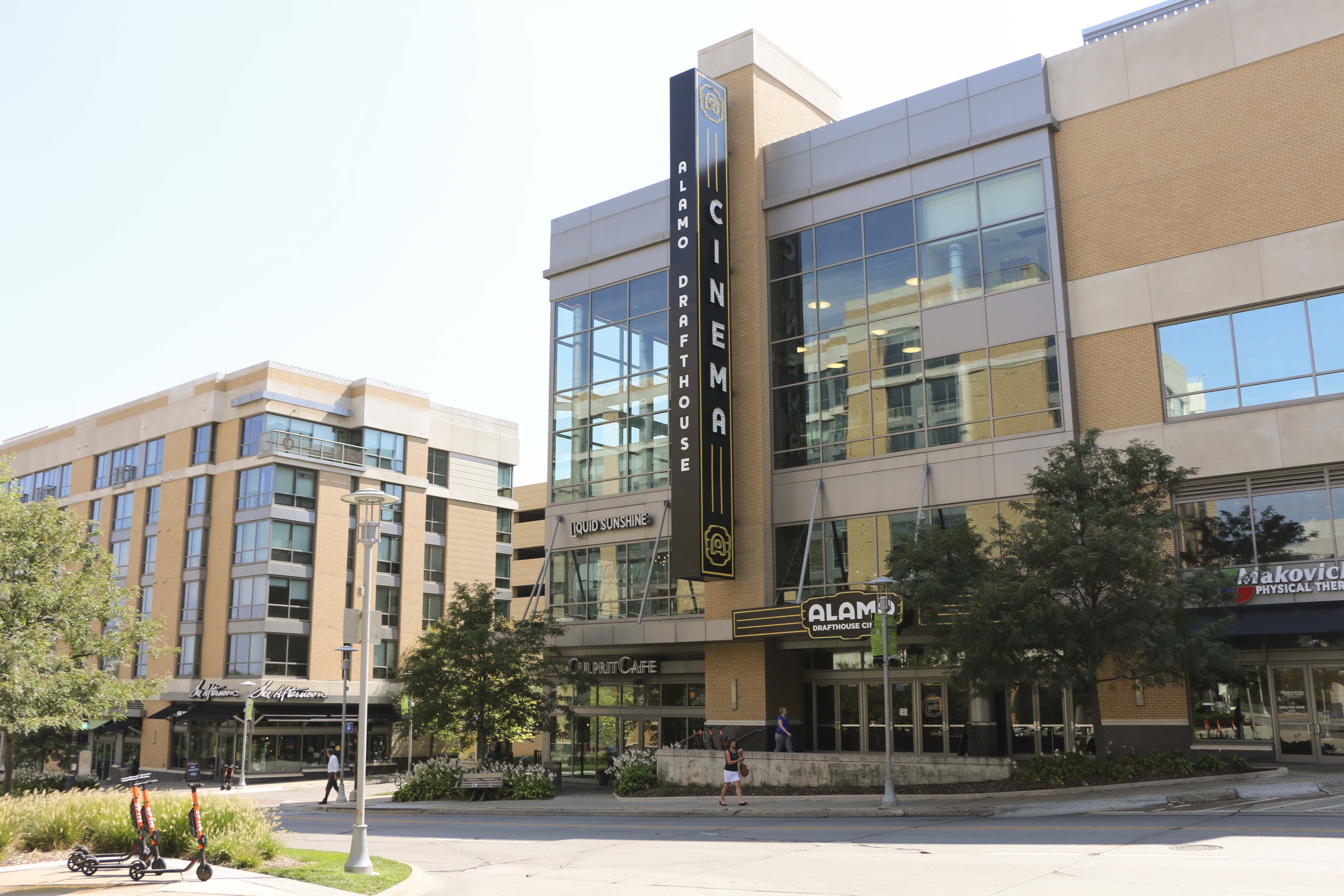 Midtown-Crossing-Apartments-Omaha-NE-68131-nearby attraction- Cinema