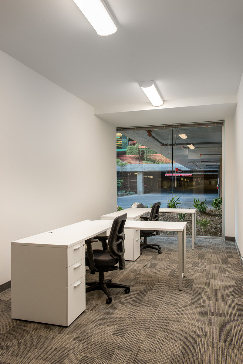 Fully-furnished offices for leas in Scottsdale