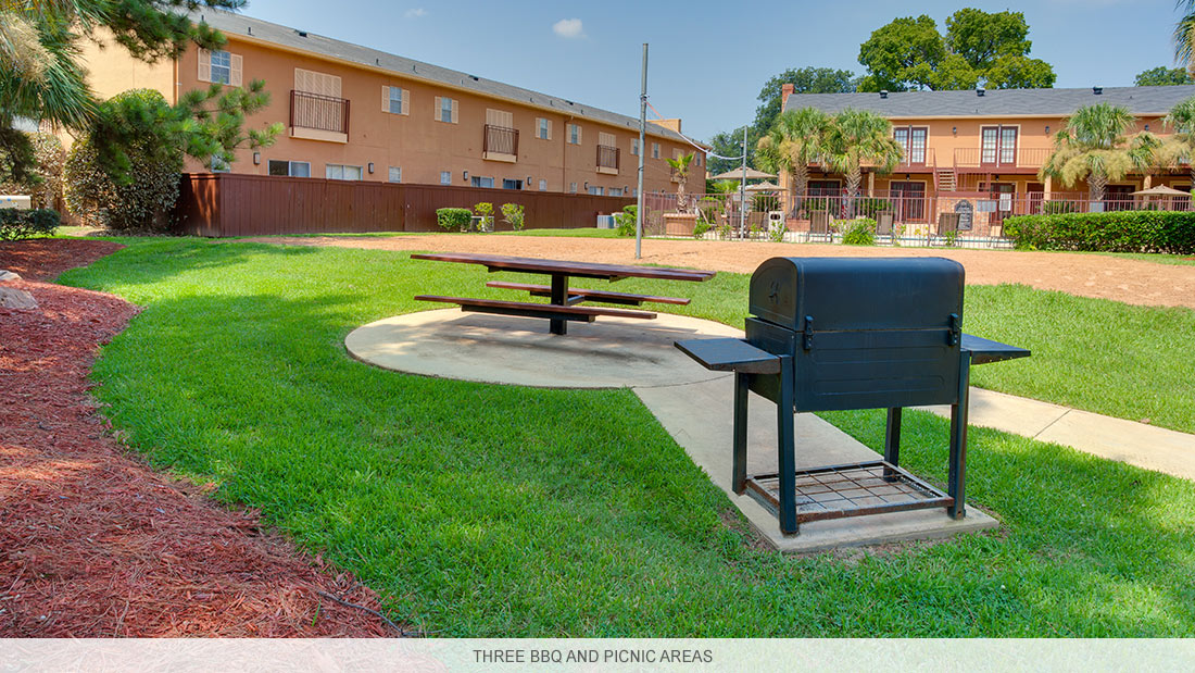 Louisiana apartment complex with three BBQ and picnic areas