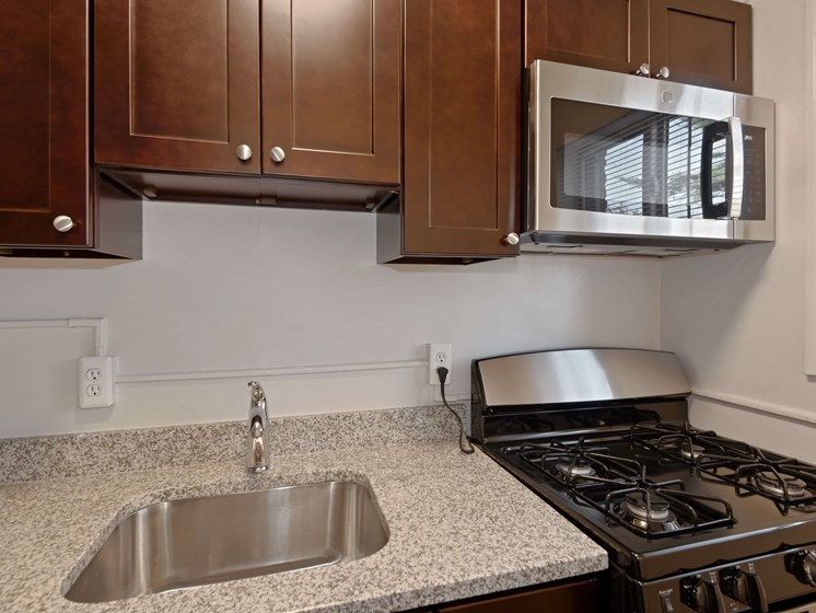 South Pointe Apartments Granite Countertops with Gas Range