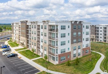 8085 Sandpiper Cir, 1-2 Beds Apartment for Rent Photo Gallery 1