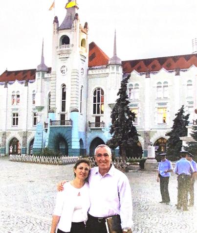 Robert and Rosina Korda visit Munkatch City Hall