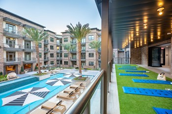 2770 Summer Street 1-2 Beds Apartment for Rent Photo Gallery 1