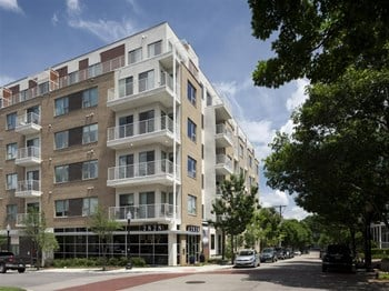 2828 Woodside Drive 1-3 Beds Apartment for Rent Photo Gallery 1
