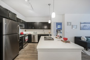 515 West Avenue Studio-3 Beds Apartment for Rent Photo Gallery 1