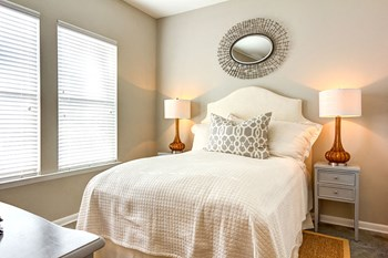 1405 Long Grove Dr Studio-3 Beds Apartment for Rent Photo Gallery 1