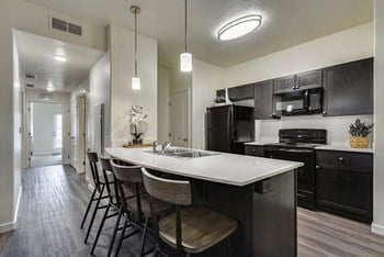 303 W Pennwood St 1-3 Beds Apartment for Rent Photo Gallery 1