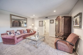 1539 W. 7Th Street Studio Apartment for Rent Photo Gallery 1