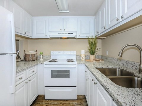 Kitchen with Granite Counters at Laurel Grove Apartment Homes, Orange Park, Florida