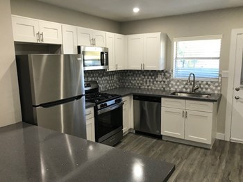 925 - 927 W. Highland Ave 2 Beds Apartment for Rent Photo Gallery 1