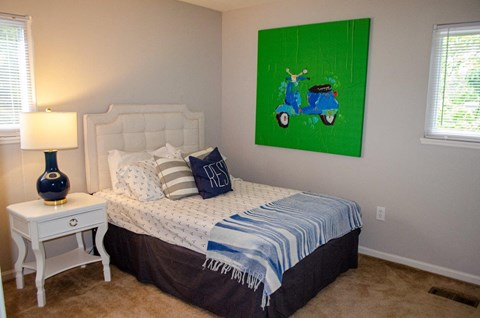GHAllwayuest bedroom