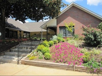 288 Old Mill Rd 1-2 Beds Apartment for Rent Photo Gallery 1