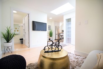 2199 California Street Studio-1 Bed Apartment for Rent Photo Gallery 1