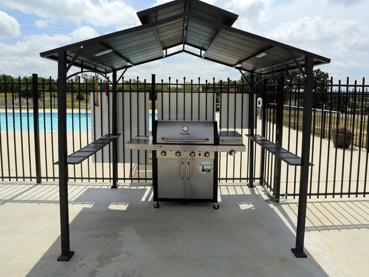 Resident Covered BBQ Area at Walker Estates Apartments, Georgia, 30906