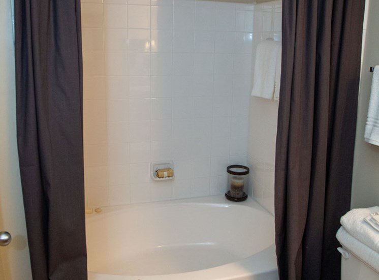 Walton Lakes, Camp Creek Parkway Garden Tub
