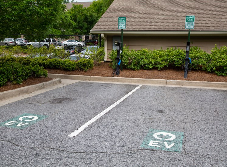 Walton Lakes, Camp Creek Parkway Vehicle Charging Stations