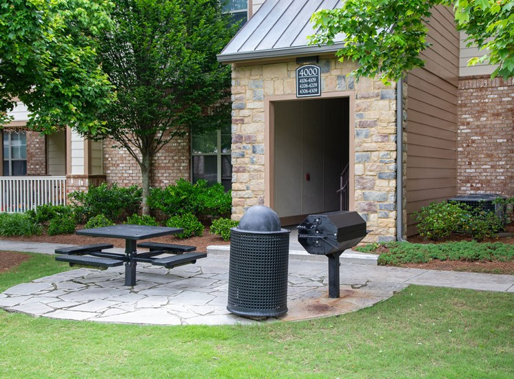Walton Lakes, Camp Creek Parkway Grill and Picnic Area