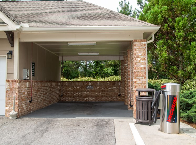 Walton Lakes, Camp Creek Parkway Car Care Center