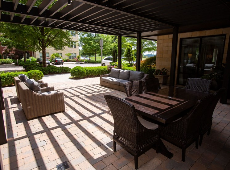 Walton Riverwood Apartment Homes  Atlanta, GA Outdoor Seating