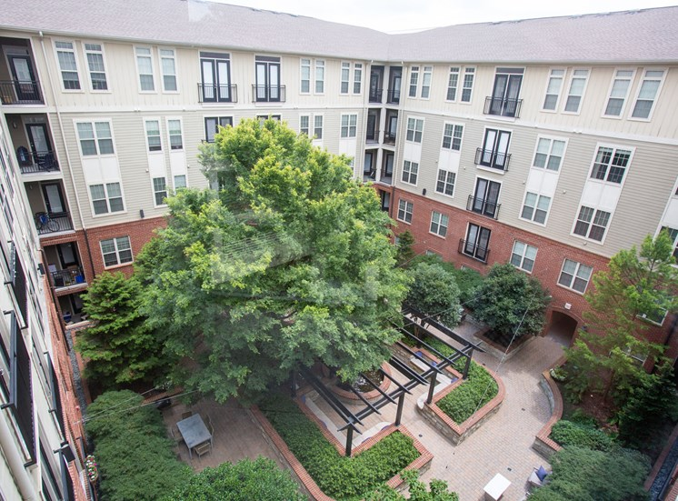 Walton Riverwood Apartment Homes  Atlanta, GA Courtyard