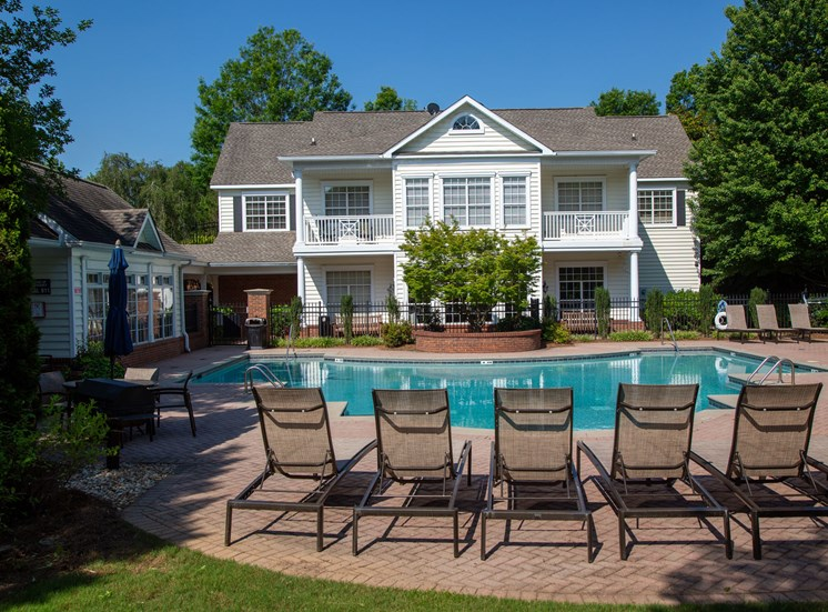 Walton Vinings Apartment Homes Swimming Pool