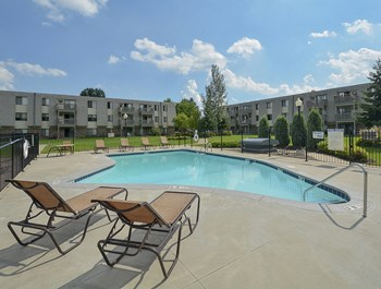 2044 Oakdale Ave. 1-2 Beds Apartment for Rent Photo Gallery 1