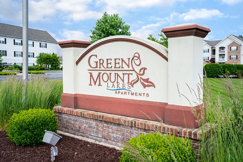 Green Mount Lakes Monument Sign