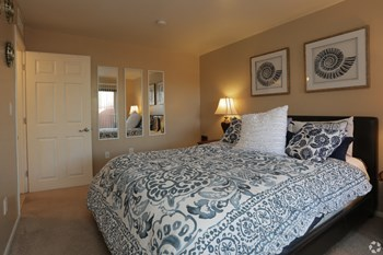 6091 E. Golf Links Road 1-3 Beds Apartment for Rent Photo Gallery 1