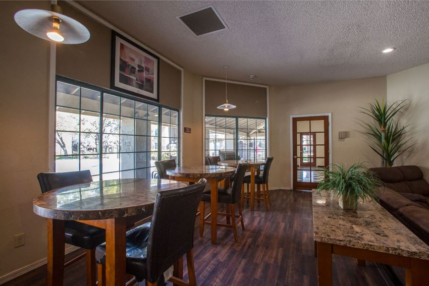 Clubhouse at Cinnamon Tree Apartments in Albuquerque, MN