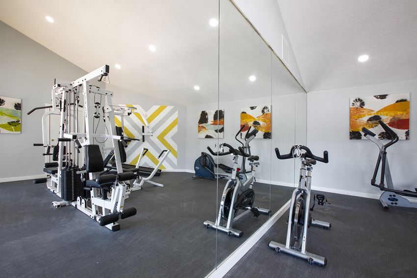 Gym with mirror wall at Villas Del Cielo Aprartments in Albuquerque New Mexico October 2020