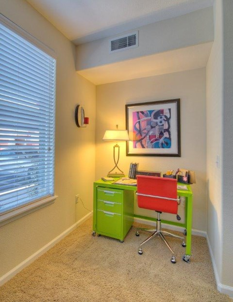 Vue Park West Apartments desk nook