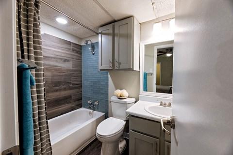 Motif South Lamar Upgraded Bathroom