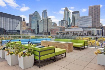 222 Hennepin Ave S 2 Beds Apartment for Rent Photo Gallery 1