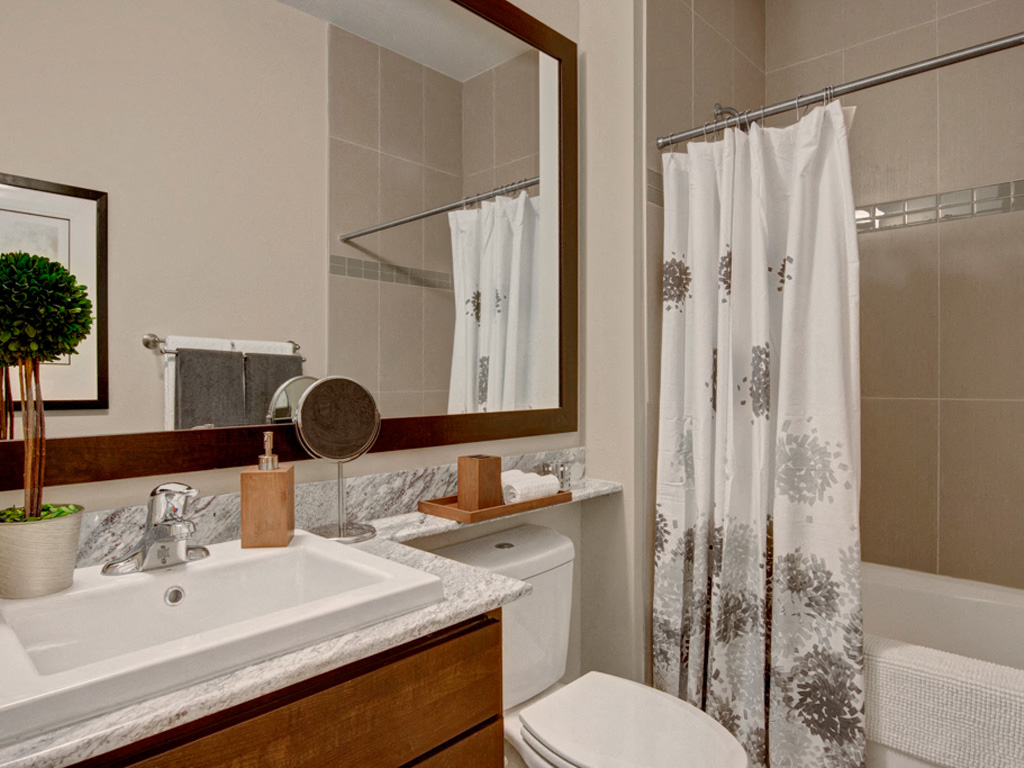 4800 Excelsior Bathroom View