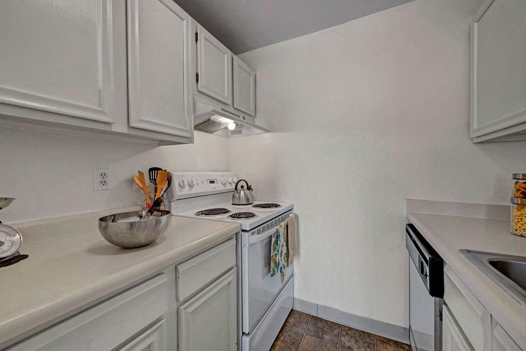 Broadmoor Park Terrace kitchen
