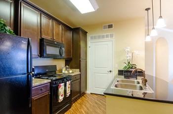 5075 East 52Nd Street 3 Beds Apartment for Rent Photo Gallery 1