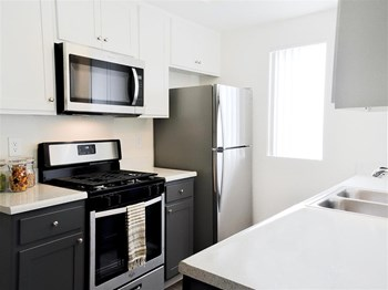 2196 W Kendall Drive 1-2 Beds Apartment for Rent Photo Gallery 1