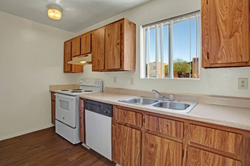 2525 North Los Altos Ave. 1-2 Beds Apartment for Rent Photo Gallery 1