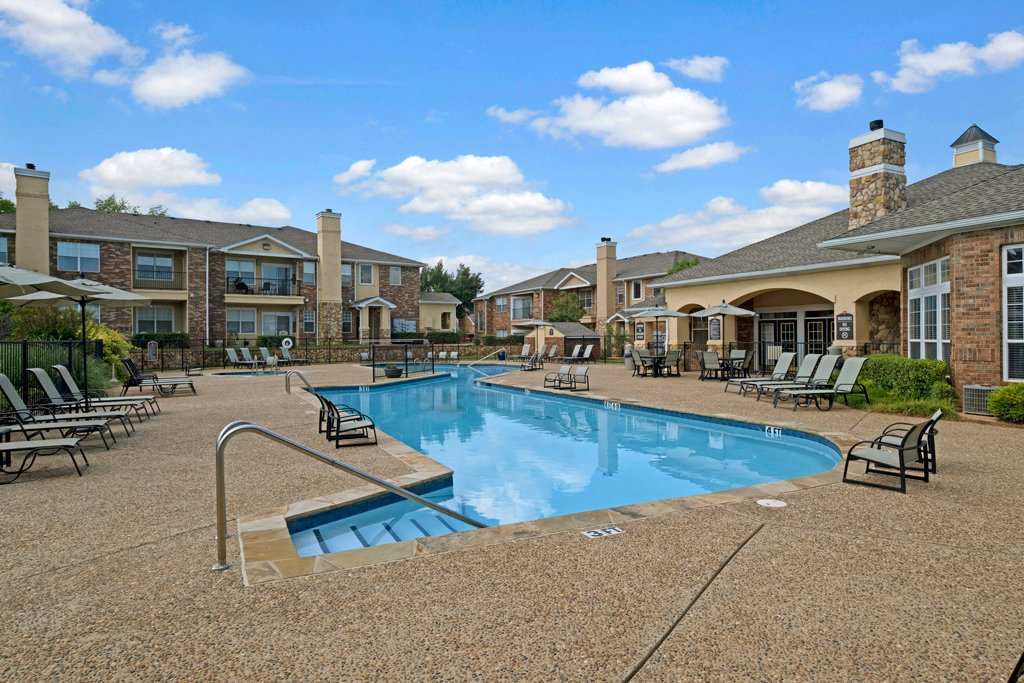 Quail Landing  outdoor pool